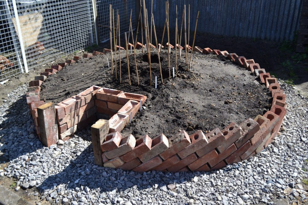 Creating An African Style Keyhole Garden